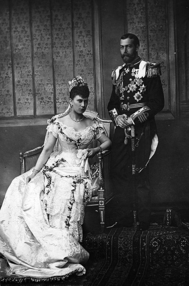 La princesse Mary de Teck et le prince George, futur George V, le jour de leur mariage, 6 juillet 1893