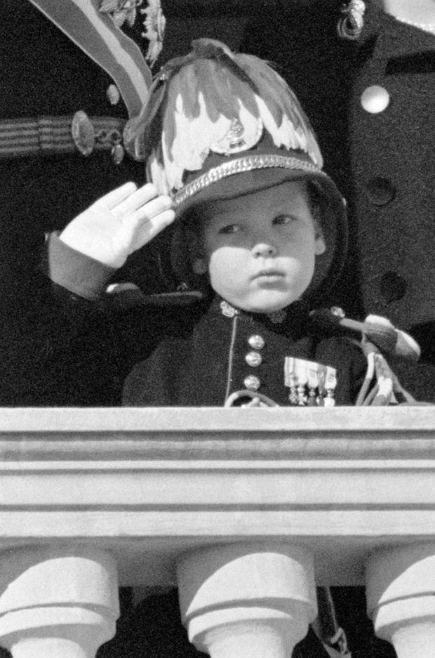Le prince Albert de Monaco en uniforme à 3 ans et demi, en novembre 1961