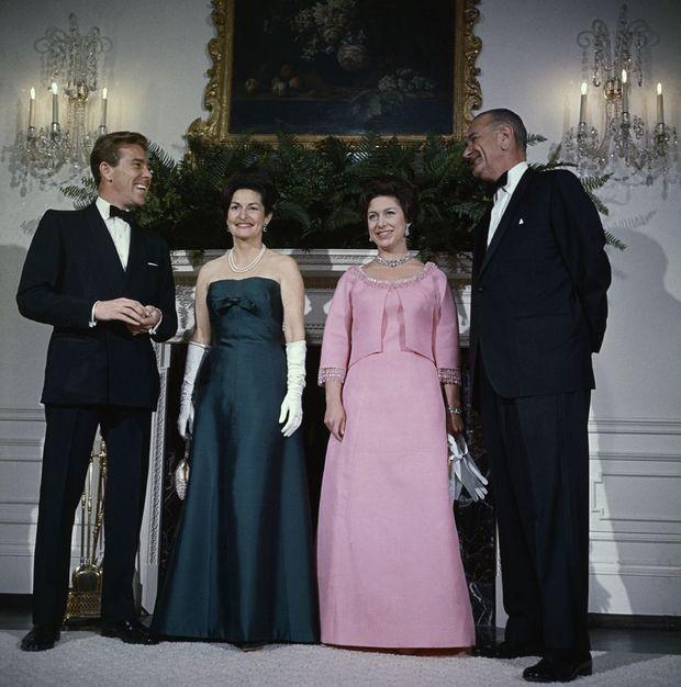 La princesse Margaret et Tony Armstrong-Jones avec le président des Etats-Unis Lyndon Johnson et sa femme, à la Maison Blanche à Washington, le 17 février 1965