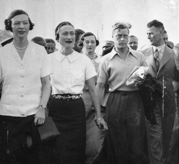 Le roi Edward VIII avec Wallis Simpson et leurs amis, débarquant de leur yacht à Rab, en Yougoslavie, 1936