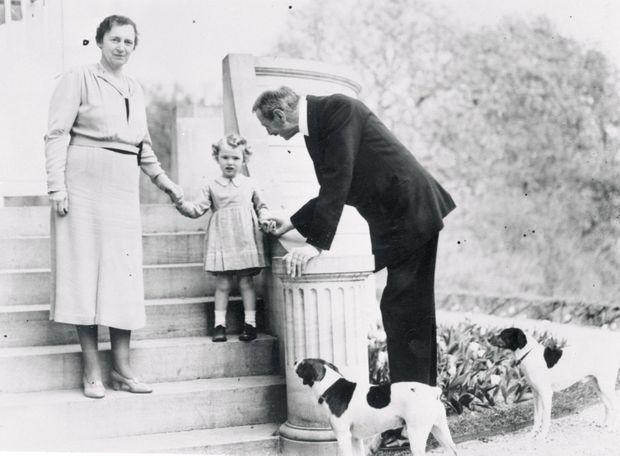 La princesse Elisabeth et ses grands-parents le roi Christian X de Danemark et la reine Alexandrine en 1938