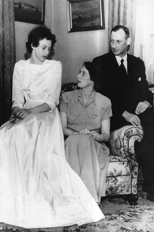 La princesse Elisabeth avec ses parents le prince Knud de Danemark et la princesse Caroline-Mathilde le 9 mai 1950