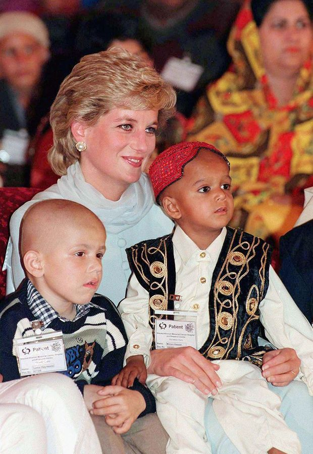 Lady Diana en visite au Shaukat Khanum Memorial Center Hospital en avril 1996