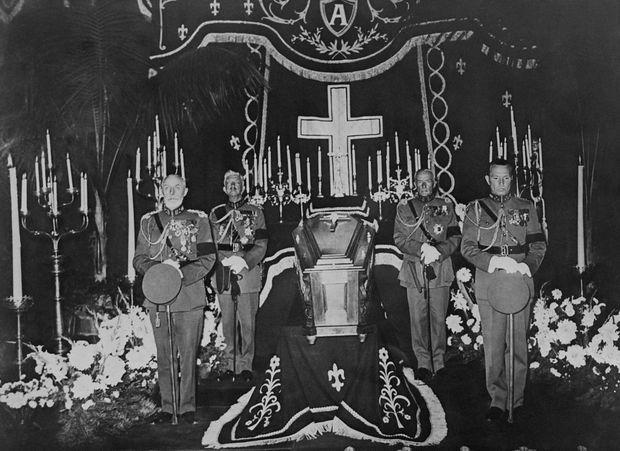 La chapelle ardente de la reine des Belges Astrid au Palais royal à Bruxelles, le 3 septembre 1935