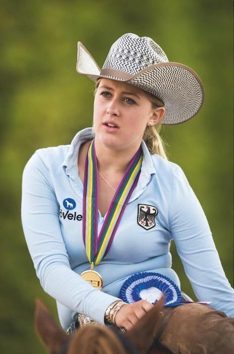 Gina Maria Schumacher, cavalière accomplie et médaillée.