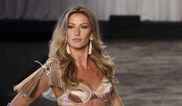 Gisele Bündchen présentant sa collection de lingerie pour Hope-