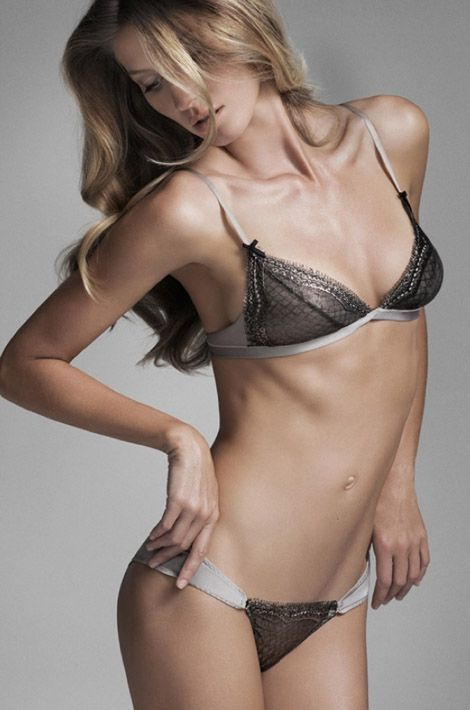 """Gisele Bündchen pose pour sa marque de lingerie """"Gisele Bündchen Intimates"""""""