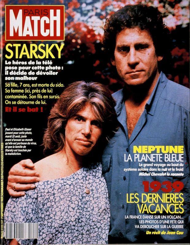 « Starsky. Le héros de la télé pose pour cette photo : il décide de dévoiler son malheur. Sa fille, 7 ans, est morte du sida. Sa femme (ici, près de lui) contaminée. Son fils en sursis. On se détourne de lui. Et il se bat !» - Paris Match n°2102, 7 septembre 1989.