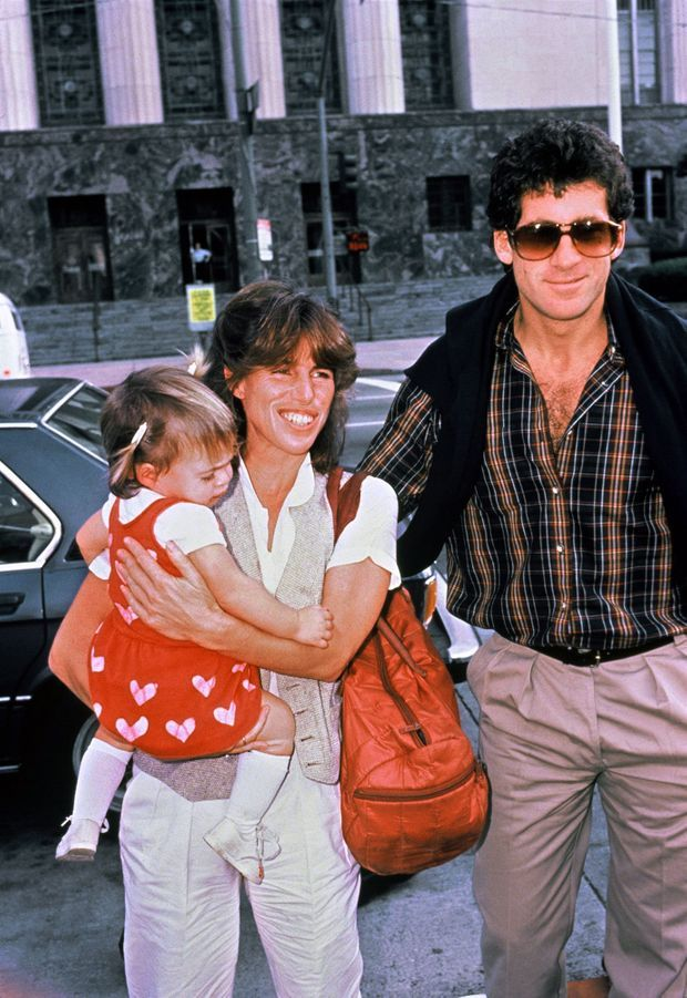 Paul Michael Glaser et son épouse Elizabeth avec leur fille de 18 mois, Ariel, en mars 1983, avant le dépistage du sida. La petite est morte en 1988, à l'âge de sept ans, emportée par la maladie.