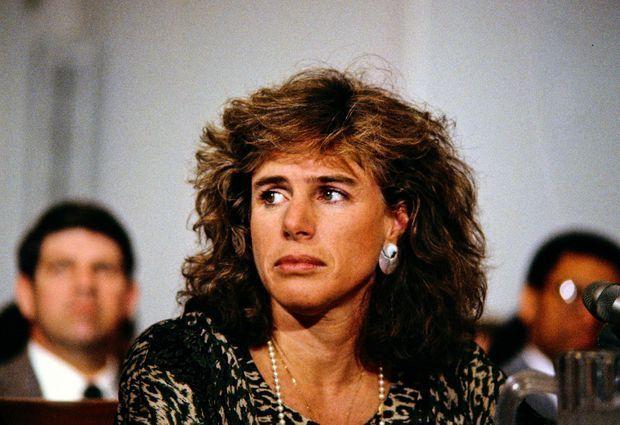 Elizabeth Glaser évoque le sida chez les enfants, devant une commission de la Chambre des représentants des États-Unis à Washington, en mars 1990.