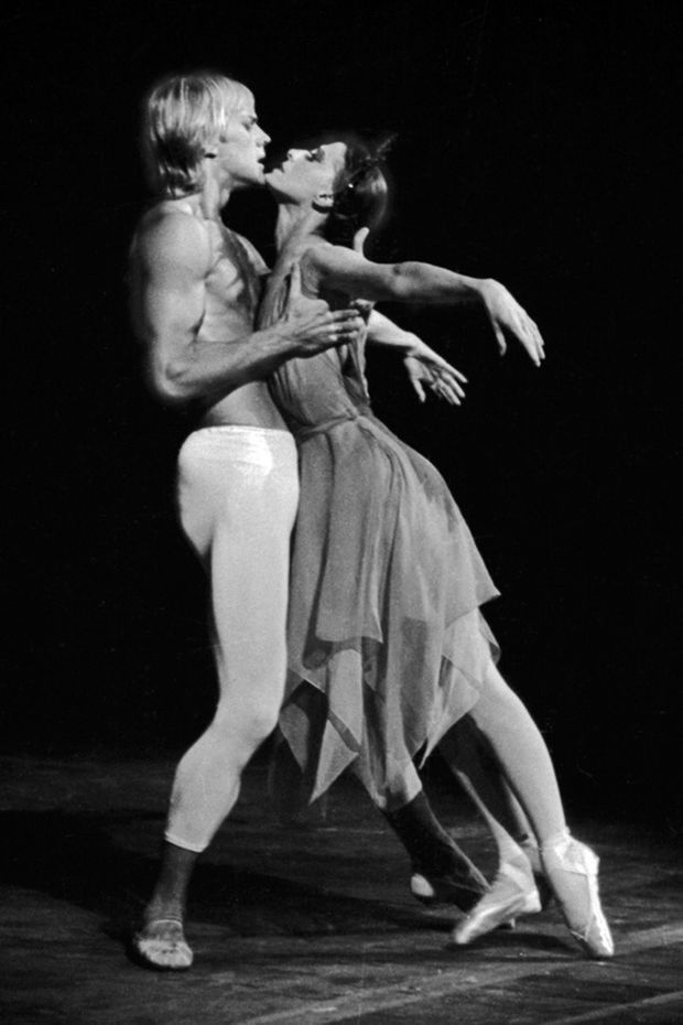"Maïa Plissetskaïa et Alexander Godunov, interpretant le ballet ""La Rose Malade"" (Roland Petit, Gustav Mahler) à New York en 1974."
