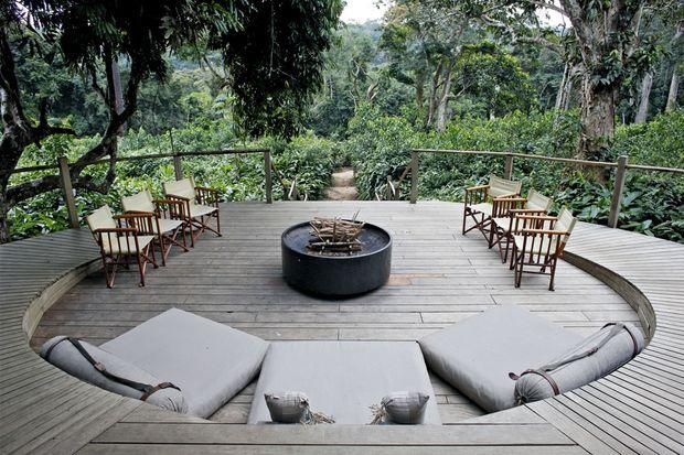 Au camp Ngaga, la terrasse de la salle à manger.