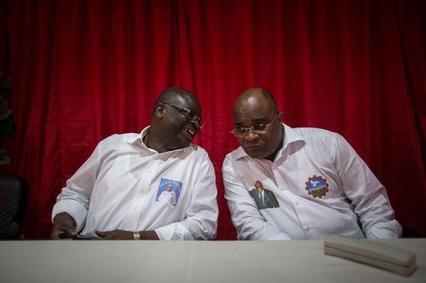 Guy- Brice Parfait Kolelas et André Okombi Salissa lors d'une conférence de presse à Brazzaville le 18 mars 2016