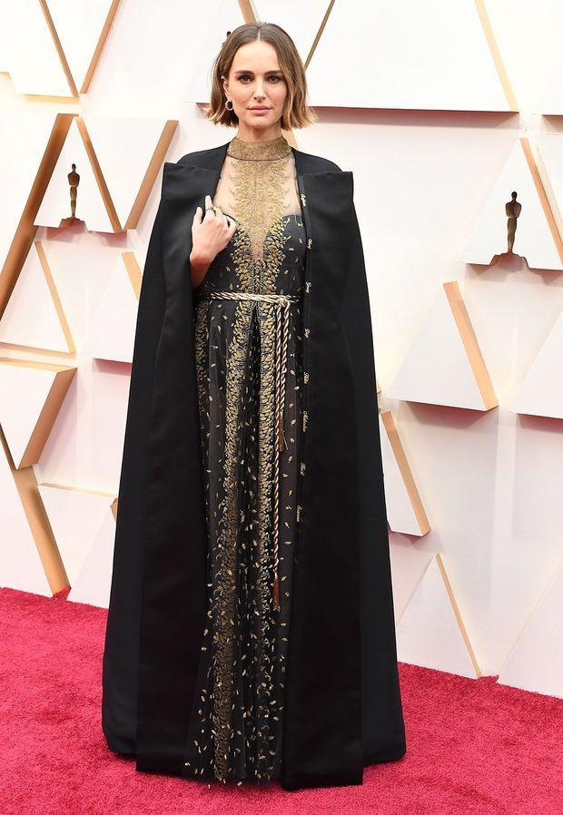 Natalie, Portman avec sa cape Dior aux Oscars le 9 février 2020.