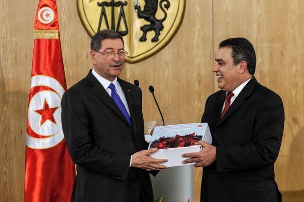Lancée par l'ancien premier ministre Mehdi Jomaa (à dte), le concept a été développé par son successeur Habib Essid (à gche) puis mis en place par l'actuel premier ministre Youssef Chahed