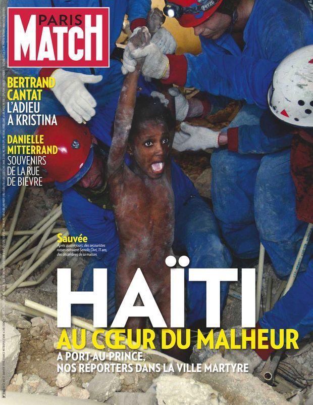 <p>Après quatre jours, des secouristes russes extraient &quot;Lovely&quot;, de son vrai nom Sainvil Estapola, 11 ans, des décombres de sa maison. «Haïti, au coeur du malheur », couverture de Paris Match n° 3166, daté du 21 janvier 2010.</p><p><br /></p>