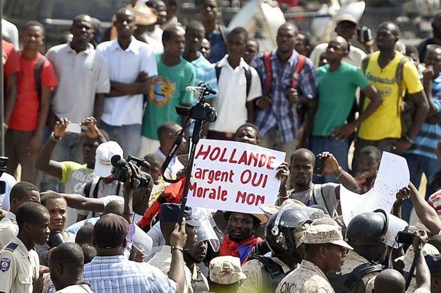 Les Haïtiens ont manifesté durant la visite du président français François Hollande.