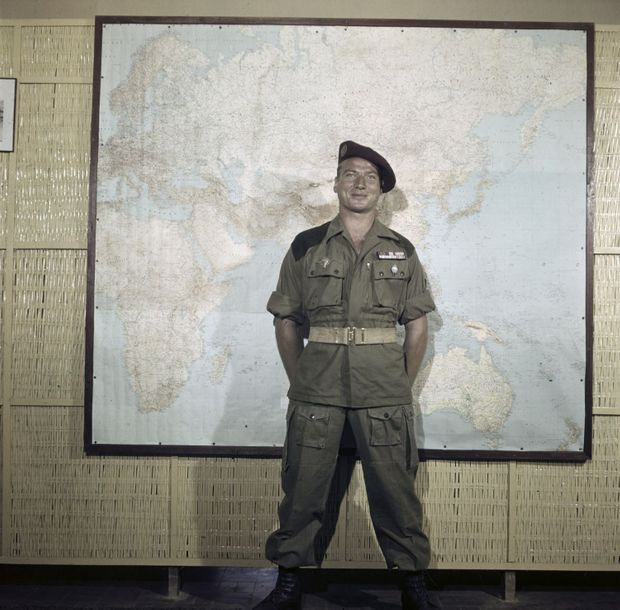 Jean-Paul Hamel dans le Paris Match n°84, 28 octobre 1950 : « Le parachutiste (notre couverture). Il saute lorsqu'un poste encerclé réclame du secours. »