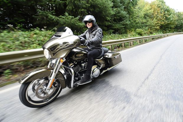 La Harley-Davidson CVO Street Glide, pilotée par notre reporter.