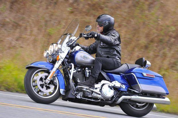 Avec ce nouveau moteur, la Road King est vraiment toujours la reine de la route.