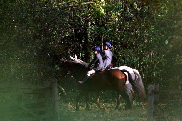 Les princes William et Harry à la chasse dans le Gloucestershire, en octobre 1994.