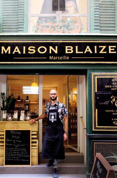 D'hier à aujourd'hui. L'herboristerie du père Blaize a su évoluer et propose aujourd'hui une tisanerie en face de sa boutique historique.