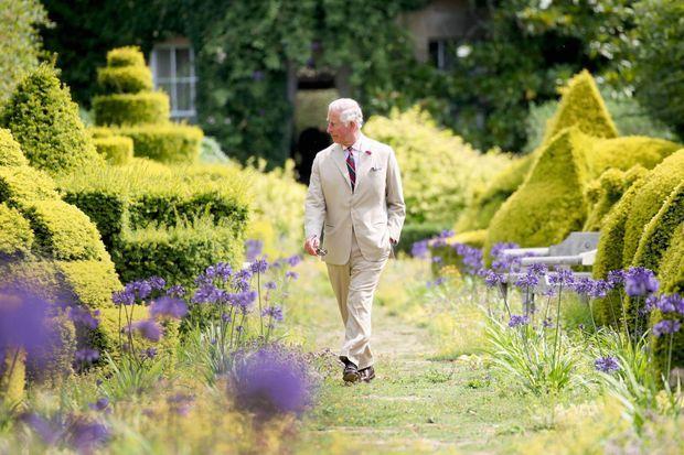 Devant sa résidence de Highgrove House, qui date du XVIIIe siècle, le 19 juillet 2018. Une photo prise à l'occasion de son 70e anniversaire.
