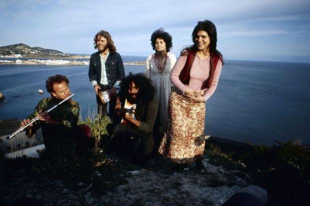 Groupe de hippies musiciens à Ibiza en 1972