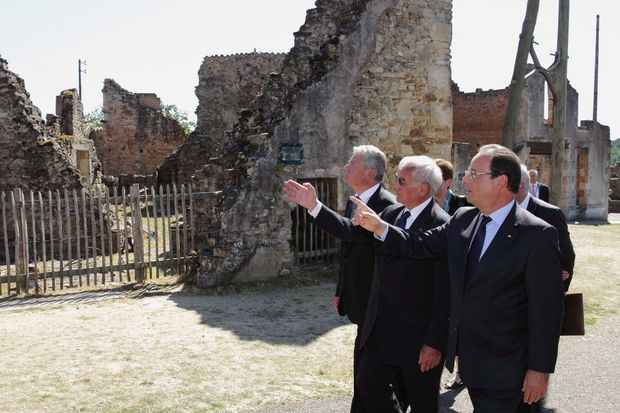 François Hollande, Robert Hebras et Joachim Gauck, mercredi 4 septembre à Oradour-sur-Glane.