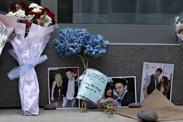 Les hommages sont nombreux devant l'hôtel où Cory Monteith est décédé.