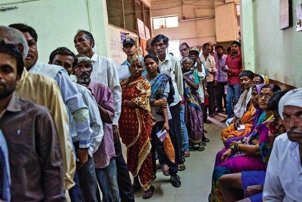 Ici, à Gondia, la plupart des patients sont des petits paysans. L'Etat vient d'annoncer un train dédié au Maharashtra.