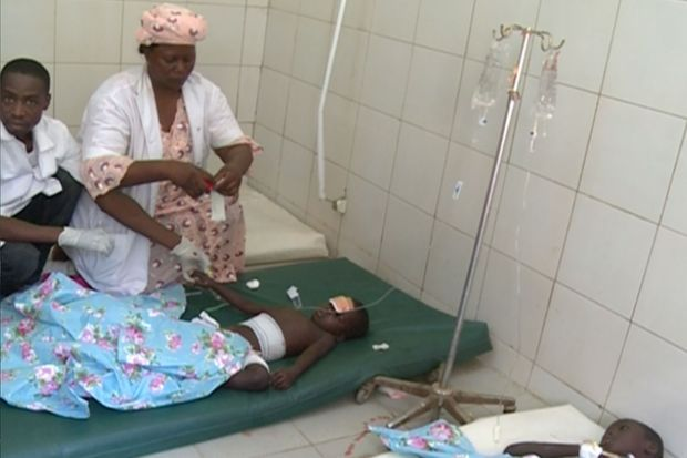 Des enfants parmi les victimes dans un hôpital de fortune après un attentat à la frontière nigériane