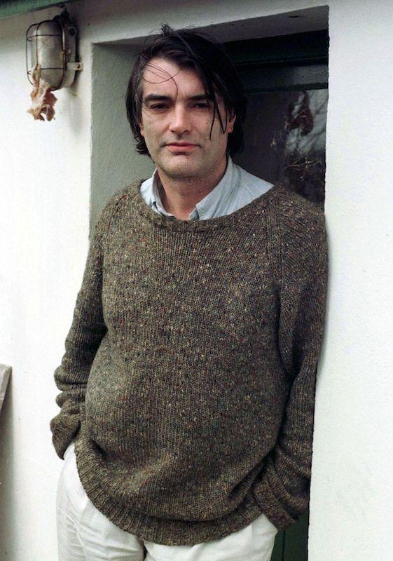 Pour Ian Bailey, c'est l'heure de gloire. Il pose devant chez lui en 1997.