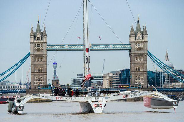 L'arrivée de Francis Joyon et son équipage à Londres.