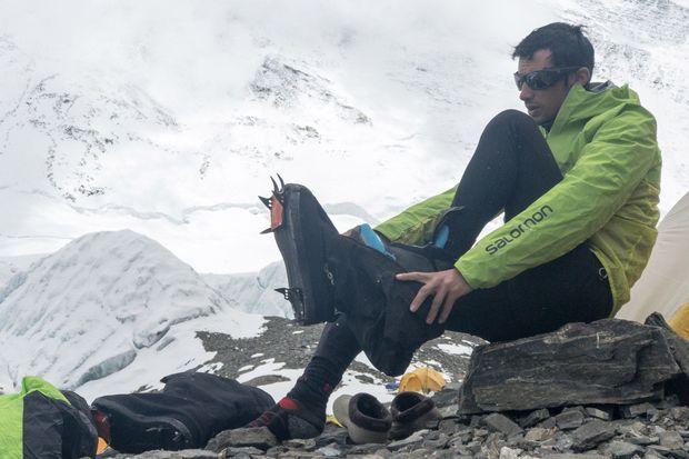 Image de Kilian tirée du film « Path to Everest », avec les fameuses chaussures.