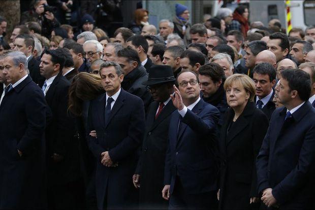 Carla Bruni-Sarkozy et Nicolas Sarkozy aux côtés de François Hollande