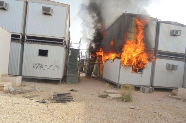 La base de vie Sang-Villa incendiée
