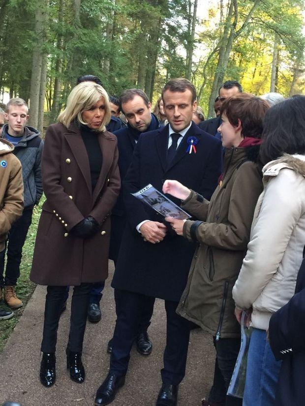 Brigitte et Emmanuel Macron étaient accompagnés par des lycéens de Verdun.