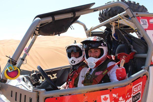 Caroline et Chantal, l'équipage canadien qui découvre les joies du saut dans les dunes.