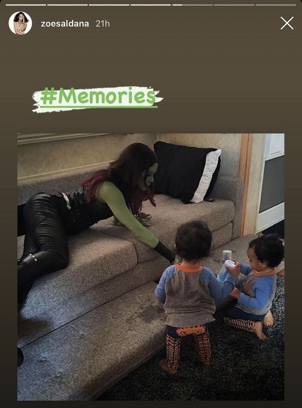 Zoe Saldana partage un souvenir avec ses jumeaux sur un plateau de tournage
