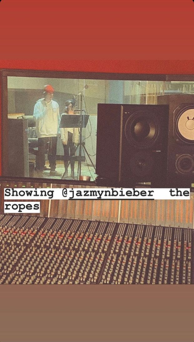 Justin Bieber avec sa soeur Jazmyn en studio