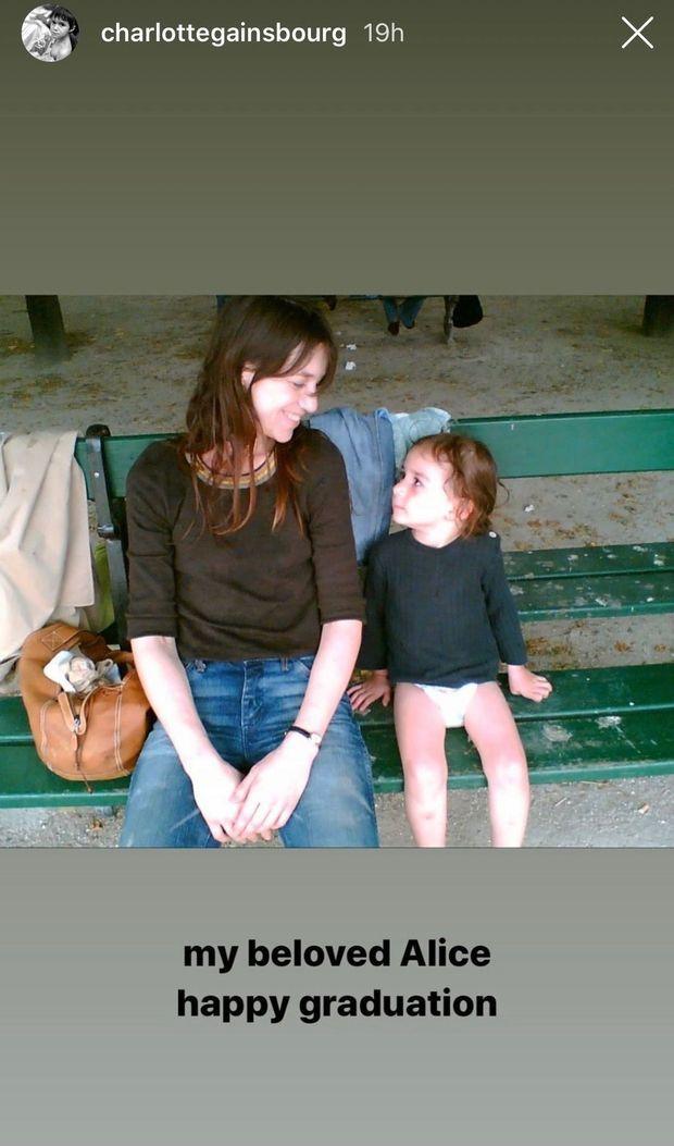 Charlotte Gainsbourg félicite sa fille Alice pour son diplôme