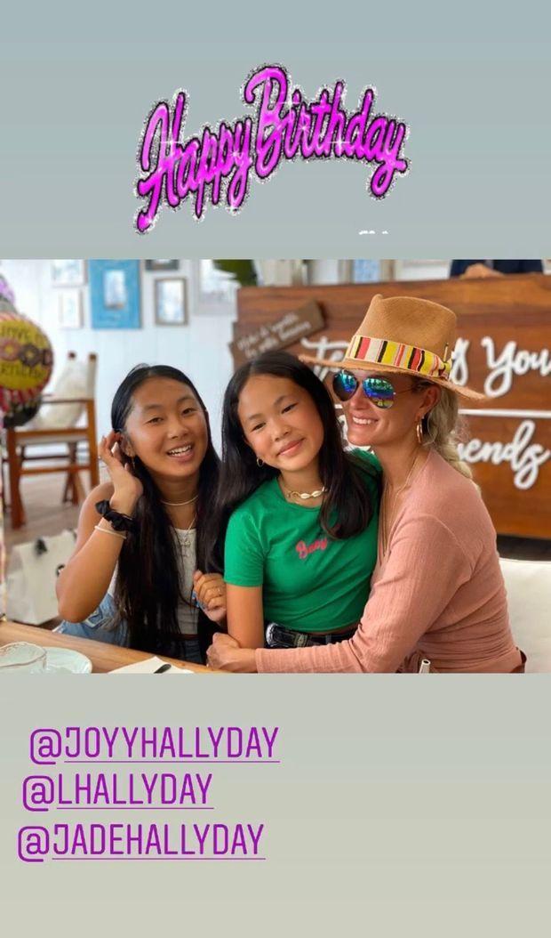 Laeticia, Joy et Jade Hallyday réunies pour les 12 ans de Joy.