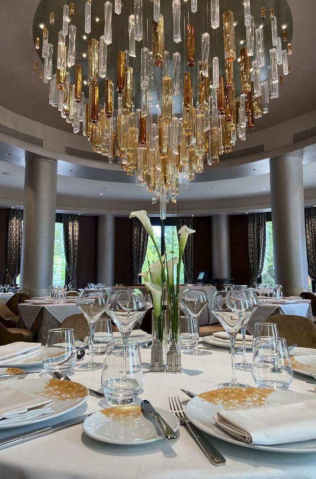 Le lustre en verre soufflé du restaurant Manhattan