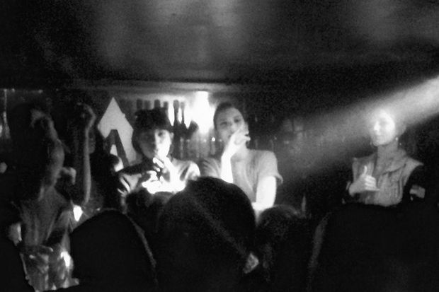 Kendall Jenner et son squad, à l'Arc le 2 mars 2017.