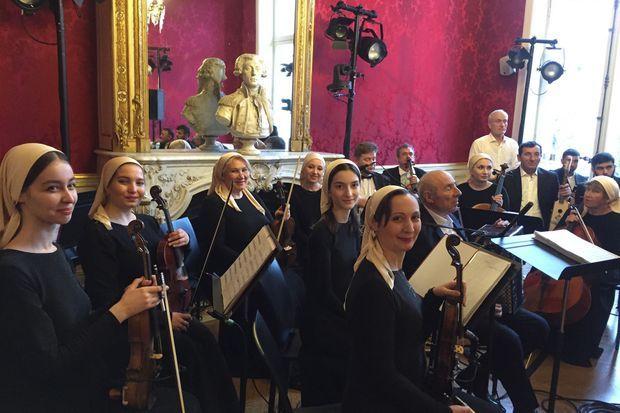 Orchestre entièrement composé de femmes.