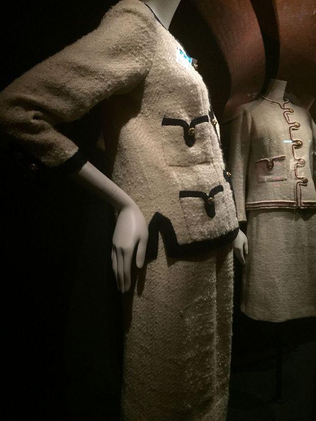 """Photo prise lors de la rétrospective """"Gabrielle Chanel. Manifeste de mode""""."""