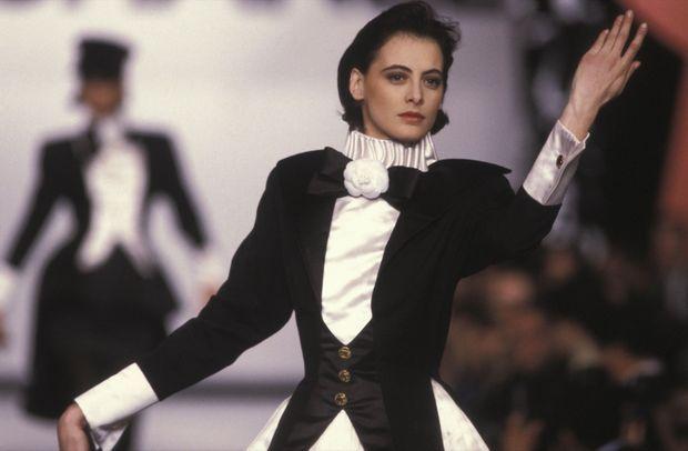 Inès de la Fressange au défilé Chanel Prêt-à-porter Automne-Hiver 1987-1988, le 21 mars 1987 à Paris.