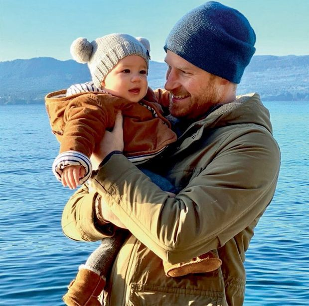 Posté sur le compte Instagram Sussex Royal le jour du Nouvel An : Harry, père comblé, et Archie, 8 mois. La mère prend la photo
