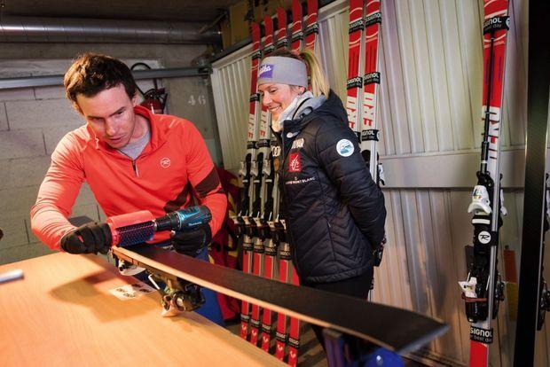 Interdiction de toucher à ses skis ! C'est Dylan Stary, un copain d'enfance, qui les prépare.